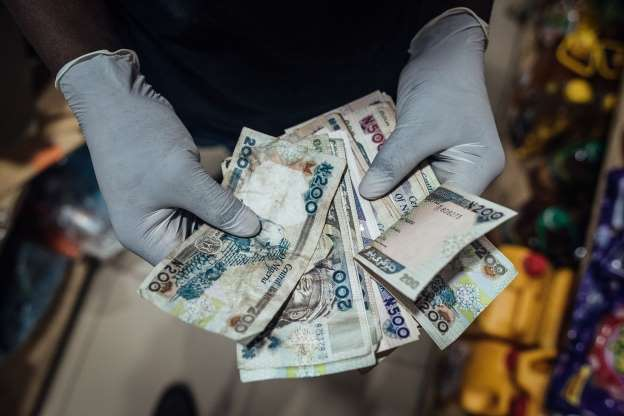 Nigeria auction bonds at lower yields after surprise rate cut