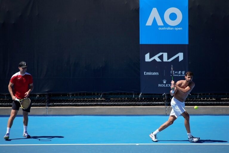 2 more Australian Open players test positive for COVID-19