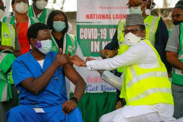 Cheers and hope as doctor gets Nigeria's first COVID-19 vaccine