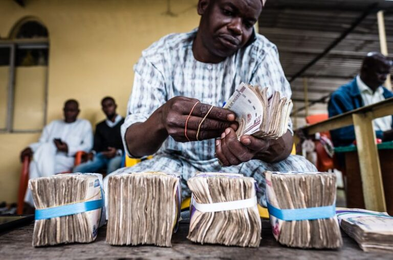 Naira exchange rate to Dollar drips at official market