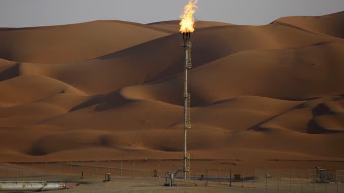 Oil edges higher on Mideast tension, likely crude stocks drawdown